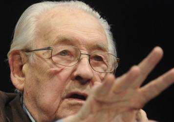 Polish film director Andrzej Wajda has died at the age of 90.
