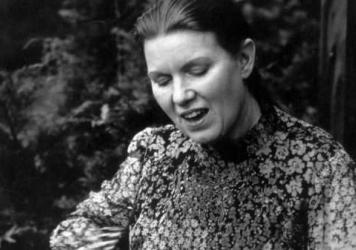 This episode features recordings of Kentucky-born folk singer Jean Ritchie.