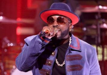 "Big Boi performs ""Mic Jack"" on <em>The Tonight Show</em>."