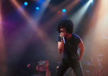 Cedric Bixler-Zavala onstage in Hollywood during At The Drive In's fall 2000 tour.