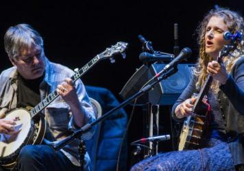 Béla Fleck & Abigail Washburn perform bluegrass and Mandarin folk music for Mountain Stage.