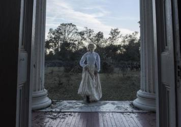 Miss Martha (Nicole Kidman) puts one foot forward in <em>The Beguiled</em>.