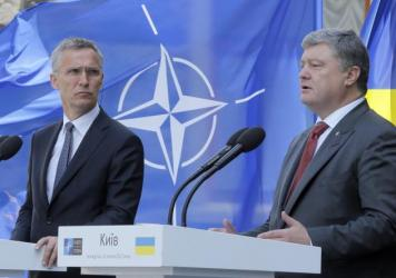 Ukrainian President Petro Poroshenko, right, and NATO Secretary General Jens Stoltenberg attend a joint news conference in Kiev on Monday.