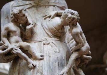 A now-protected tweet shows images of statues in the Victoria and Albert museum.