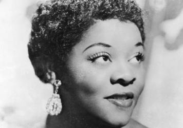 Dinah Washington's impeccable voice was sleek, bright and high-flying; but beyond her technical power, she made history with style.