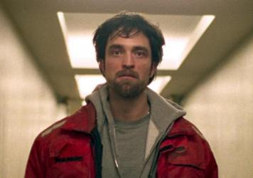 In <em>Good Time</em>, Robert Pattinson plays a small-time crook who must maneuver his way out of hair-raising situations.