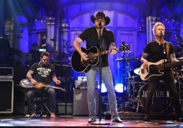 "Jason Aldean performs ""I Won't Back Down"" to open the October 7 episode of <em>Saturday Night Live</em>."