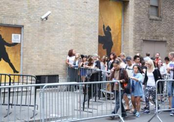 Crowds gather outside for the final performance of Lin-Manuel Miranda in <em>Hamilton</em> on July 9, 2016.