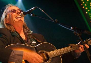 This episode of <em>The Thistle & Shamrock</em> features Scottish songwriting legend Dougie MacLean.