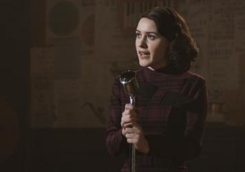 Rachel Brosnahan plays housewife-turned-stand-up-comic Midge Maisel in Amazon's new series, <em>The Marvelous Mrs. Maisel.</em>
