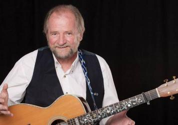 Scottish folk singer Ed Miller is featured on this week's show.