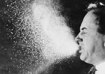 A photograph from 1940, taken for infectious research purposes at the Massachusetts Institute of Technology, shows respiratory droplets released through sneezing.
