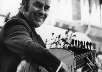 English guitarist and lutenist Julian Bream.