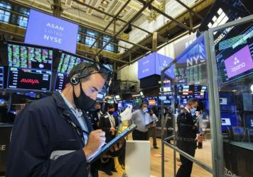 Traders gather on the New York Stock Exchange trading floor on Sept. 30. Major U.S. stock indexes rose Wednesday after President Trump said he'd be willing to consider economic relief measures. Trump earlier had called off such talks with lawmakers.
