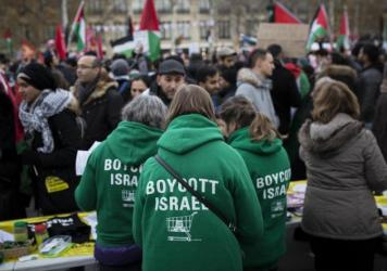 Demonstrators advocating the movement to boycott, divest from and sanction Israel, known as BDS, gather for a protest last year in Paris. On Thursday, U.S. Secretary of State Mike Pompeo announced a new policy specifically countering the global BDS campa