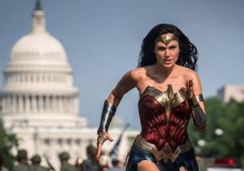 She's Running: Diana (Gal Gadot) chases her quarry through the streets of Washington in the sequel <em>Wonder Woman 1984</em>.